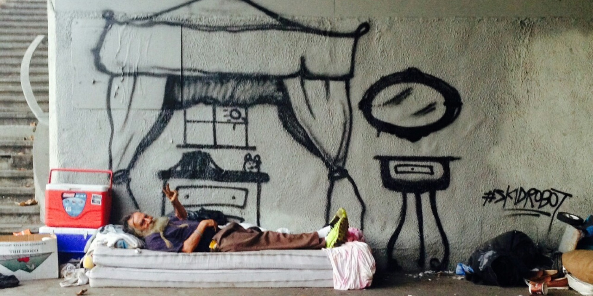 L A Graffiti Artist Humanizes Homeless People By Painting