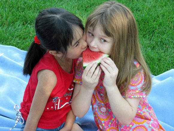 Best Ways To Encourage Your Children To Be Kind To Others